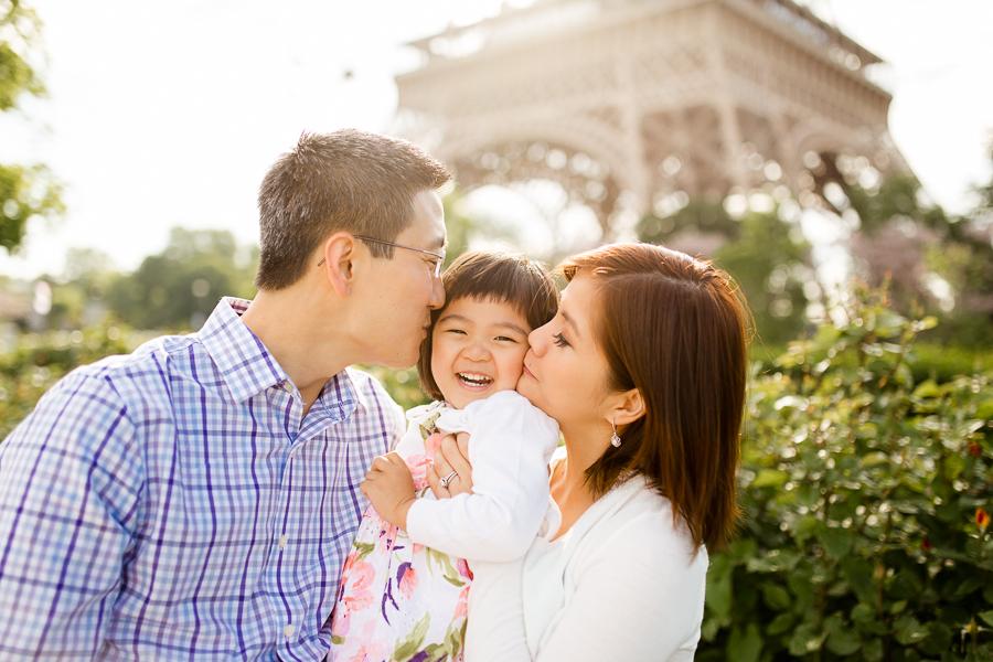 family-portraits-eiffel-tower-paris-photographer_010.jpg