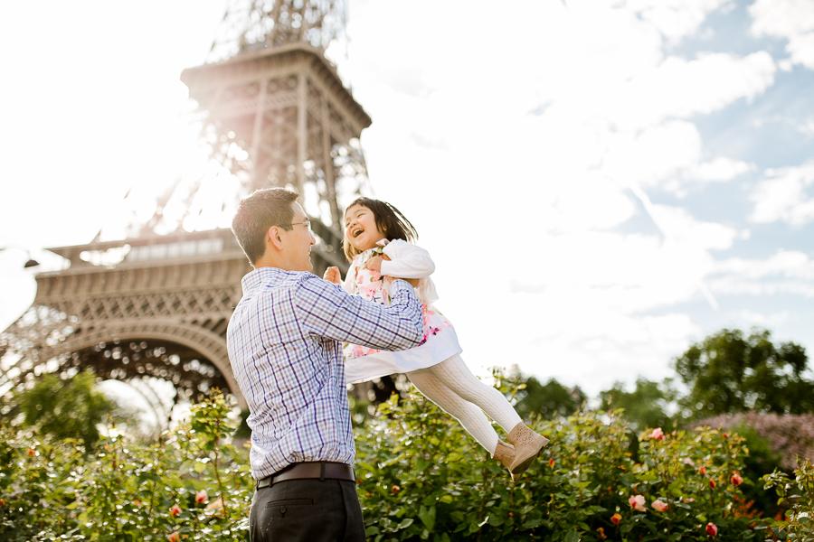 family-portraits-eiffel-tower-paris-photographer_011.jpg