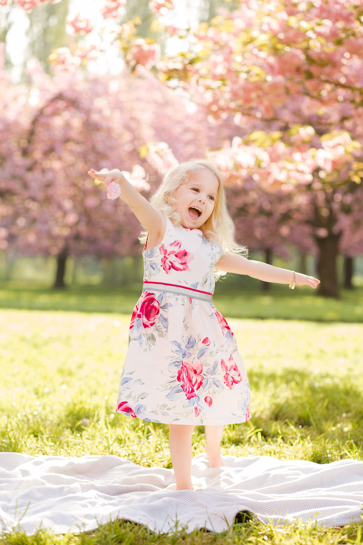 when-does-sakura-bloom-in-paris_cherry-blossoms-family-photo-session_-Katie-donnelly-photography_004.jpg