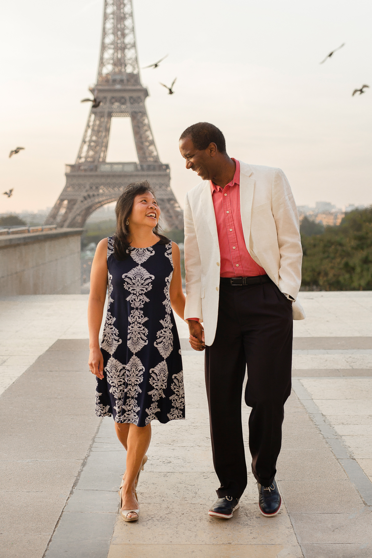 Romantic-Parisian-Couples-Anniversary-Photo-Session-Paris-Photographers-Katie-Donnelly-Photography_001.jpg