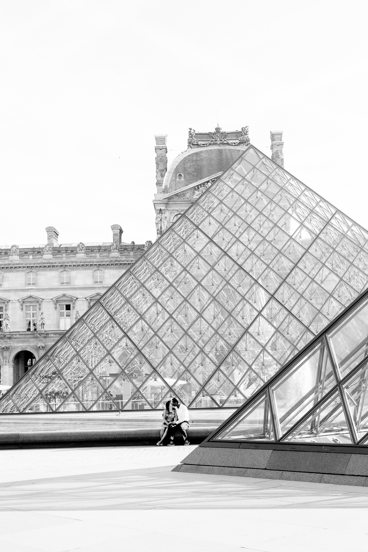Romantic-Parisian-Couples-Anniversary-Photo-Session-Paris-Photographers-Katie-Donnelly-Photography_011.jpg