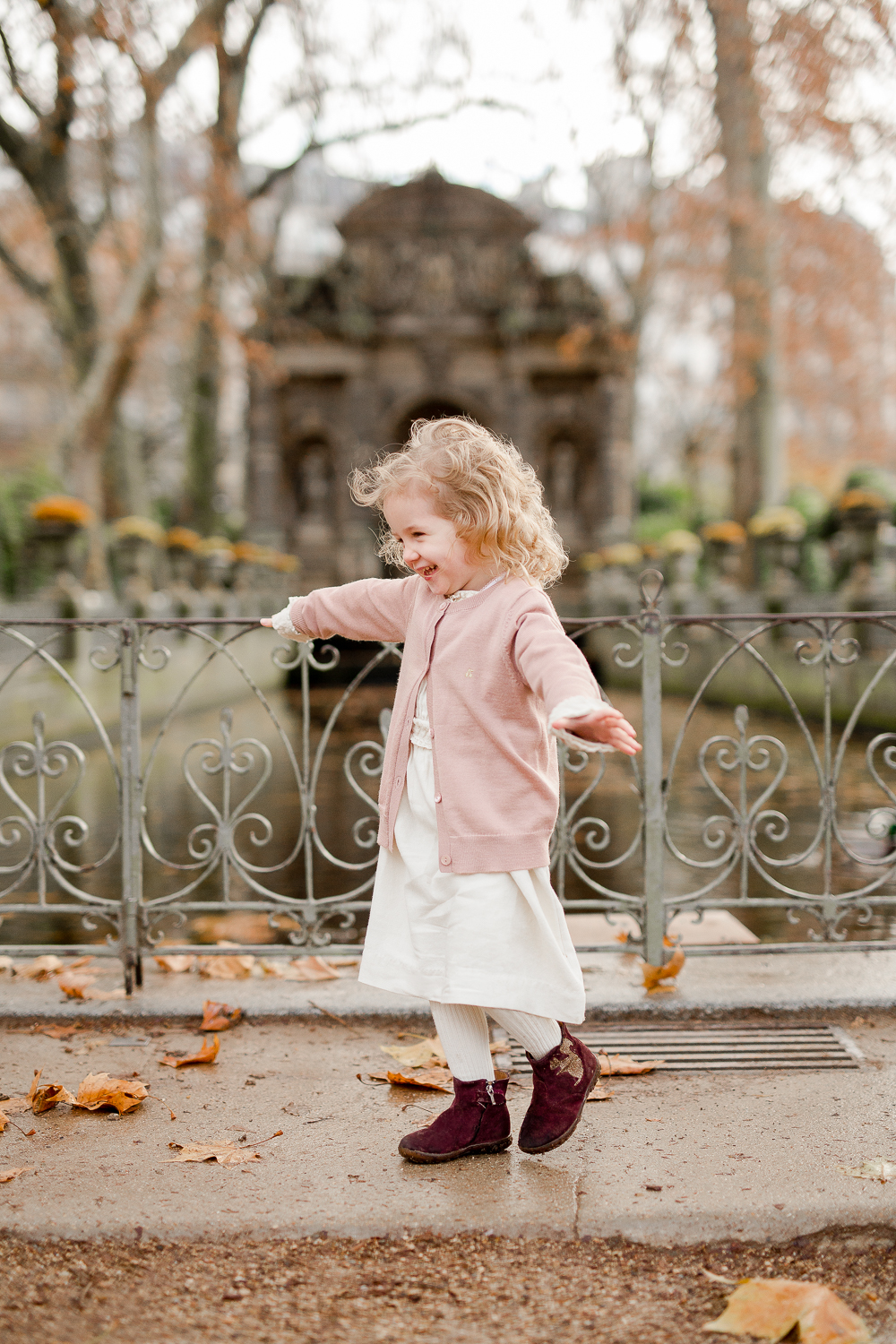 best-paris-family-photographer-fall-mother-daughter-3-year-old-portraits_003.jpg