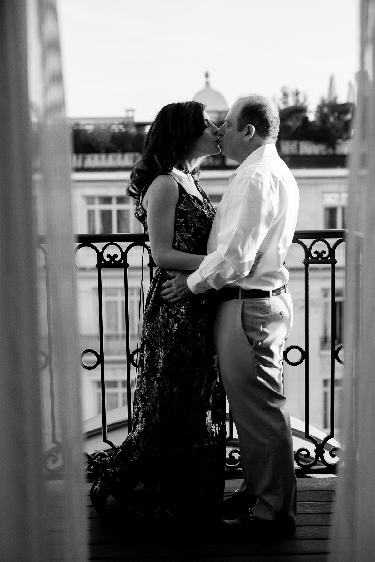 parisian_couple-portraits-le-penninsula-hotel-paris-centre-katie-donnelly-photography_008.jpg