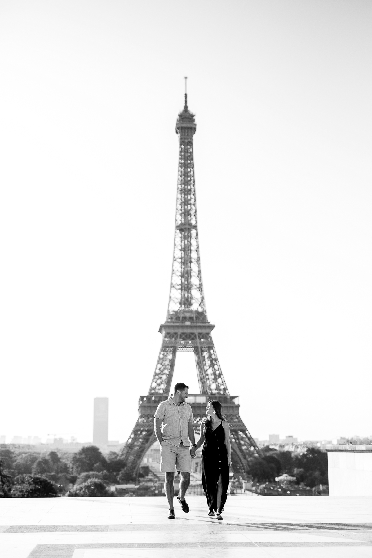 eiffel-tower-pregnancy-announcement-paris-english-speaking-photographers-katie-donnelly-photography_001.jpg