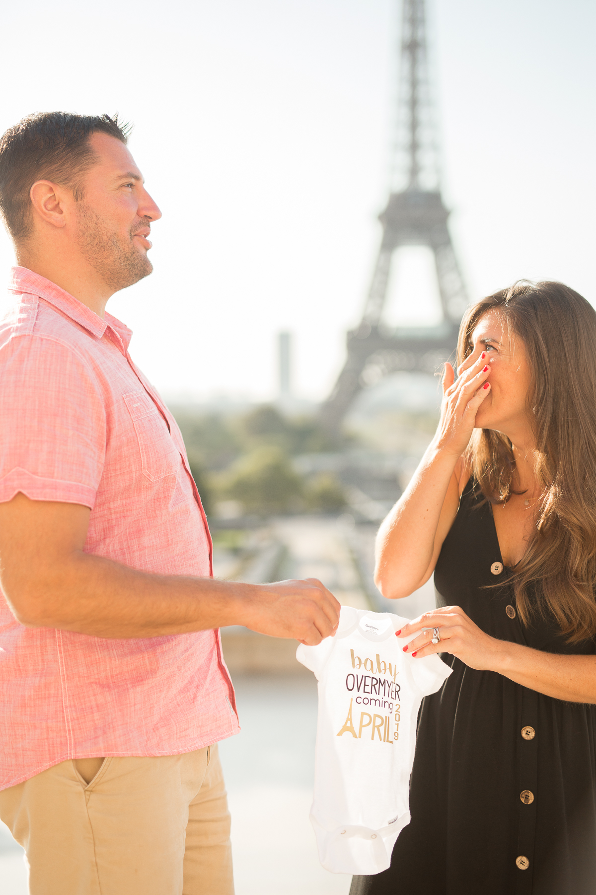 eiffel-tower-pregnancy-announcement-paris-english-speaking-photographers-katie-donnelly-photography_002.jpg