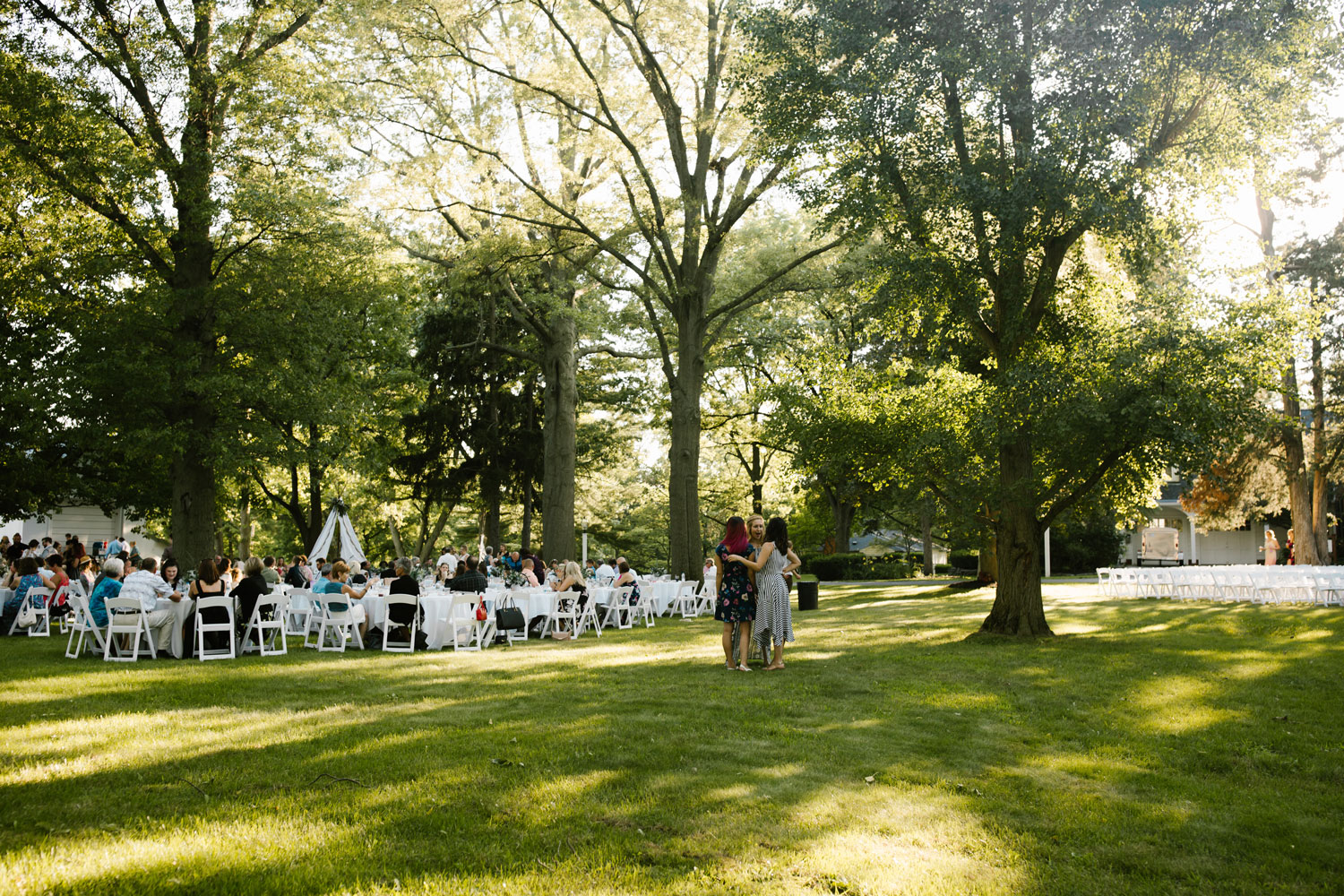 outdoor-reception-at-scarlet-oakes-estate.jpg