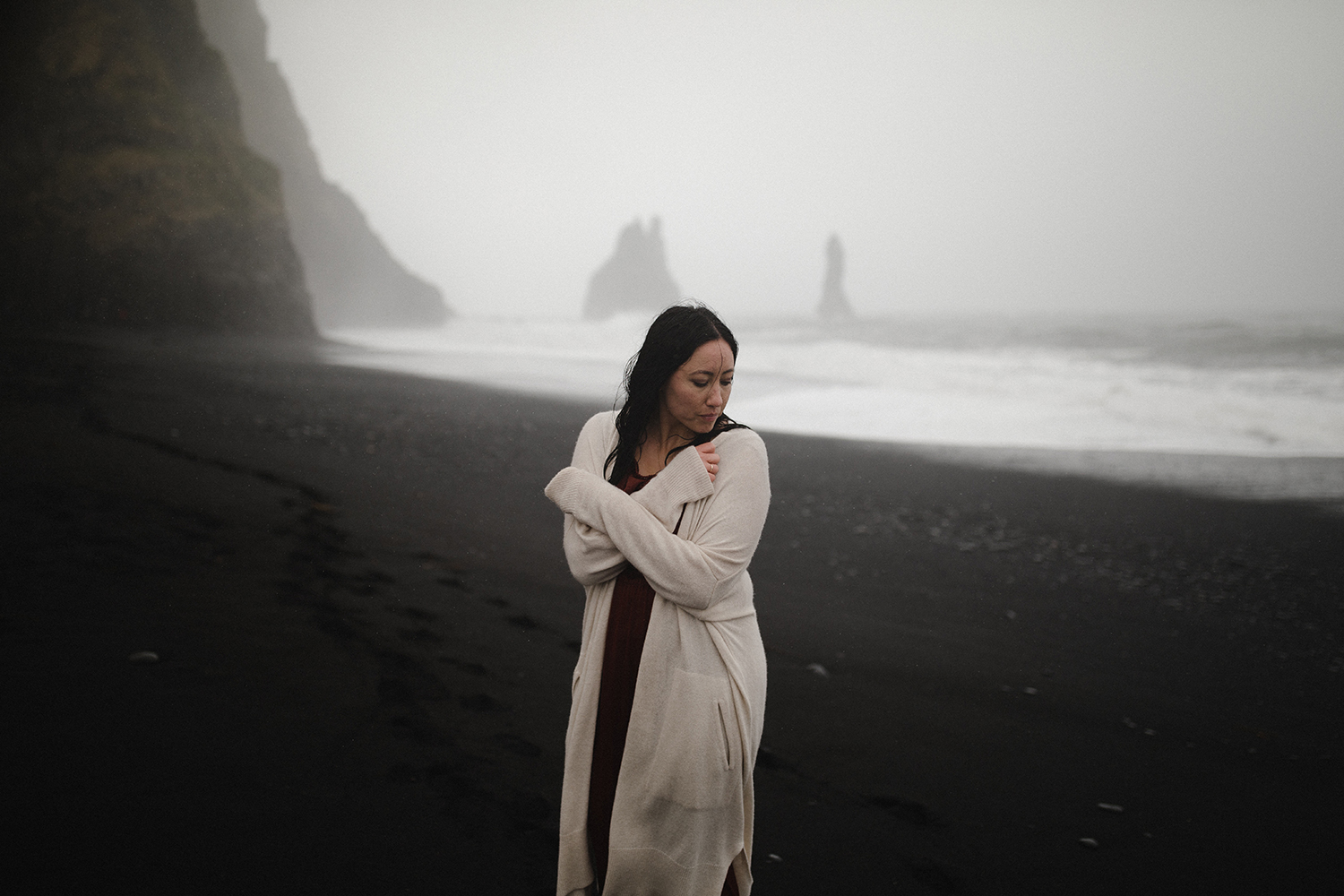 portraits on the black sand beach in iceland 7.jpg