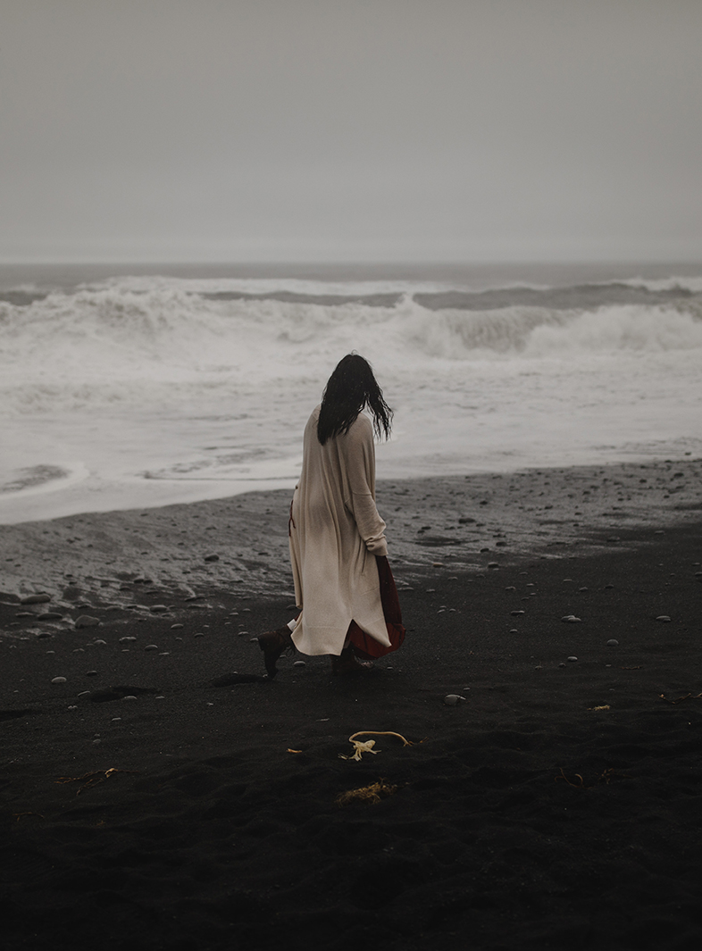 portraits on the black sand beach in iceland 8.jpg