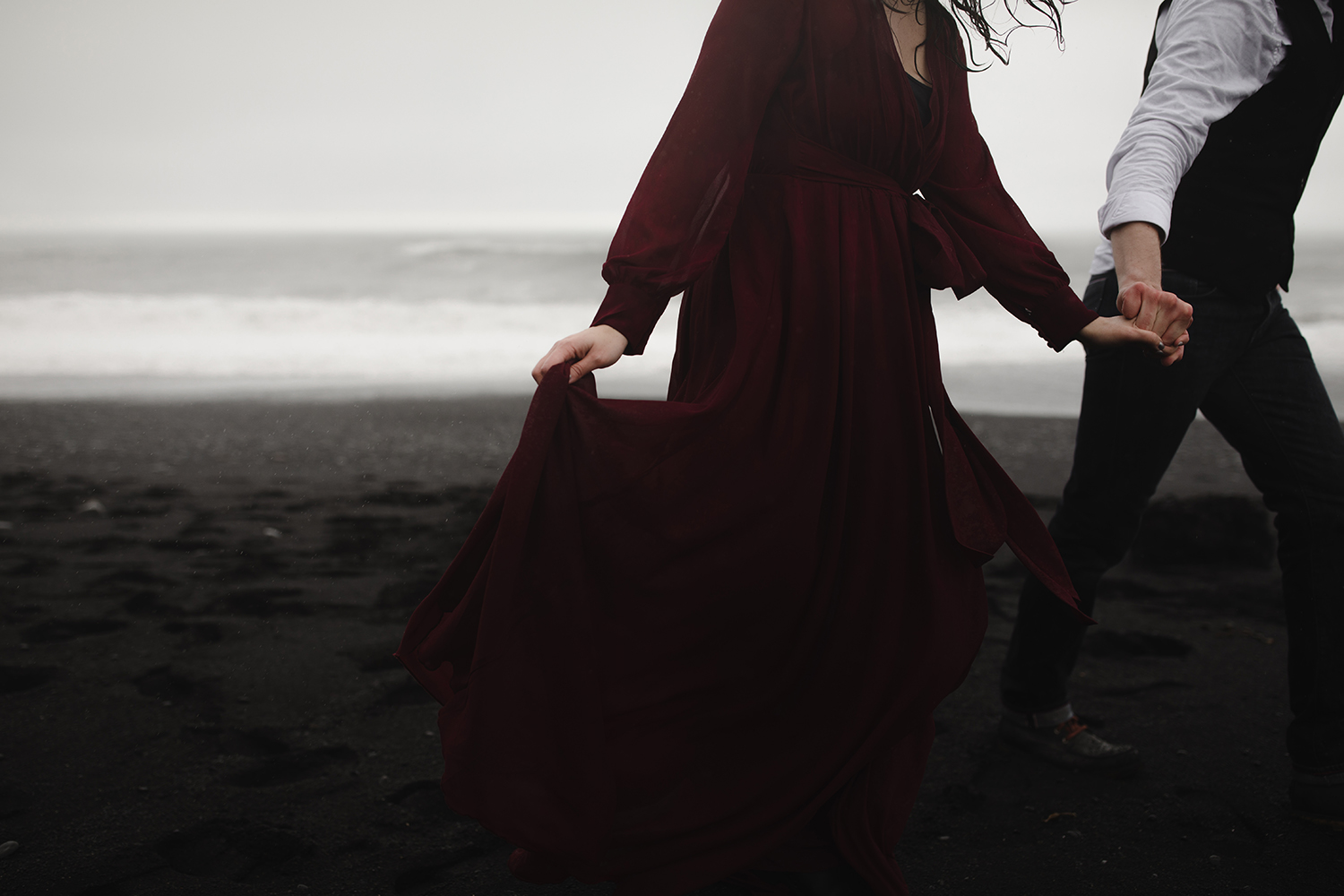 portraits on the black sand beach in iceland 3.jpg
