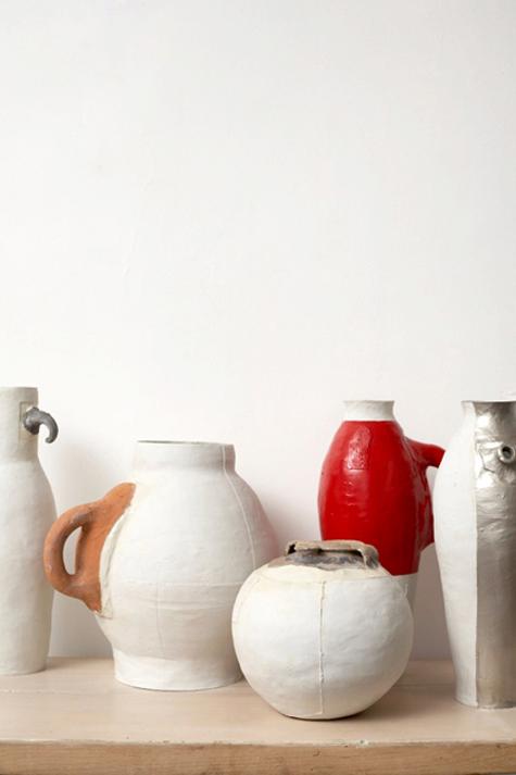 7 pots / 3 centuries / 2 materials, (1997), by hella jongerius, photo by thomas straub