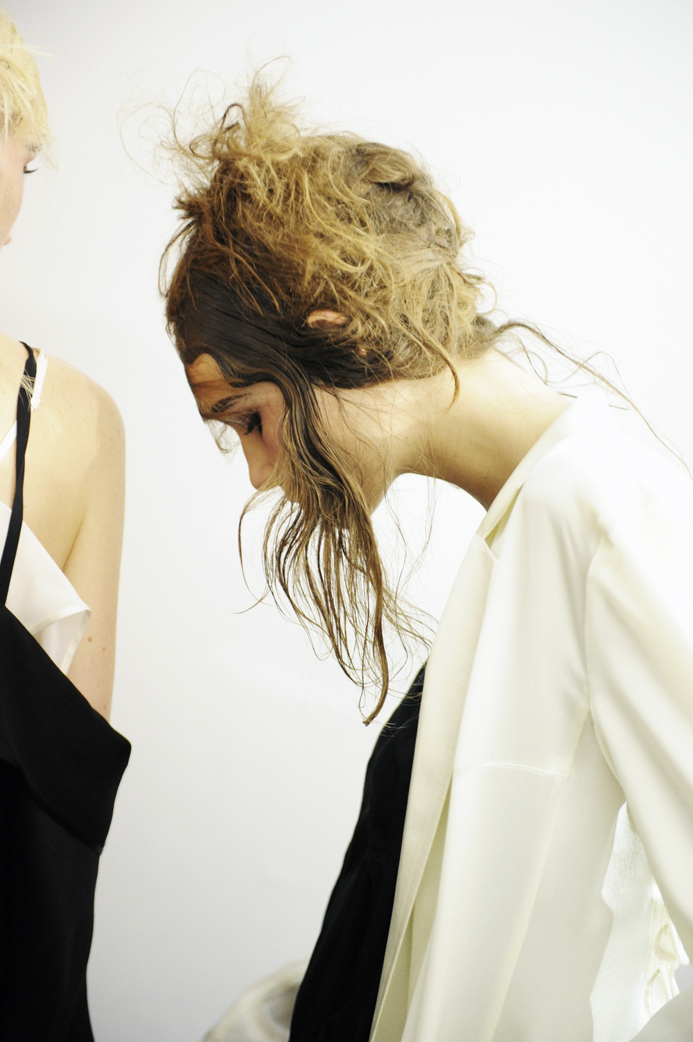 yohji yamamoto behind the scenes at jeu de paume photography by  by elise toide | S/TUDIO