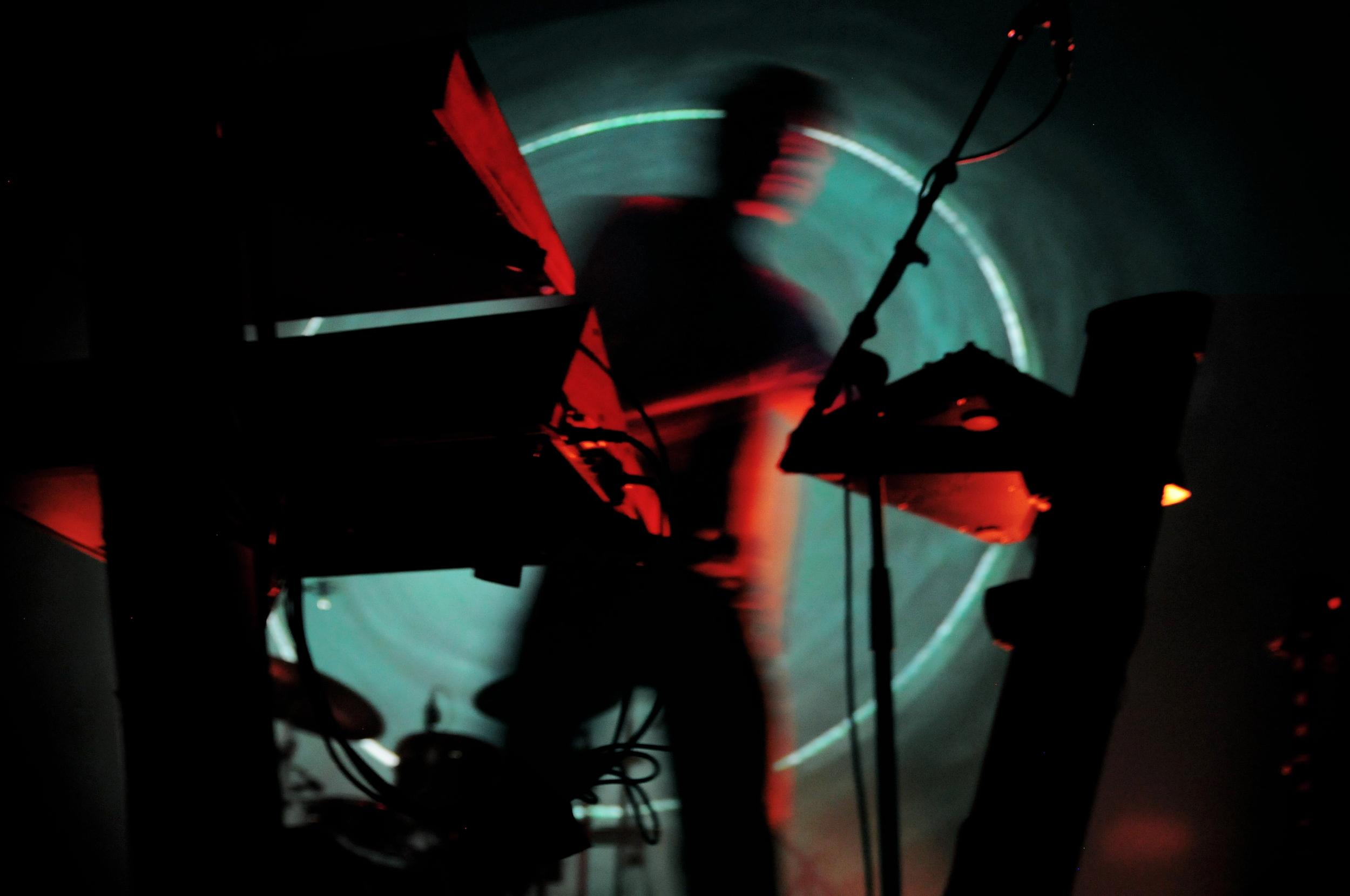 tycho performing photography by floriana castagna | S/TUDIO