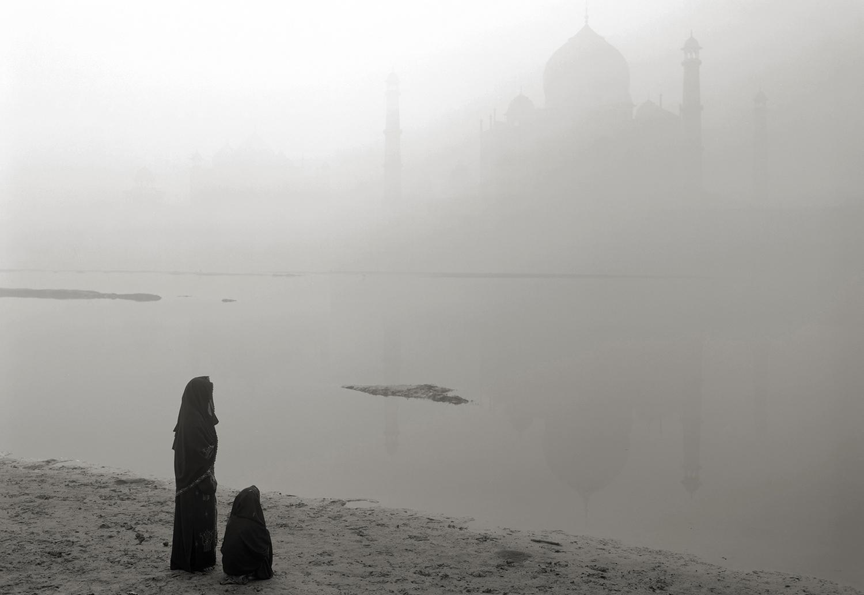 'where prayer echoes' india 43, 2008 by kenro izu