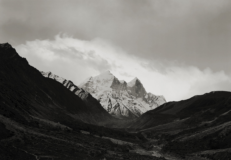'where prayer echoes' india 327, 2009 by kenro izu
