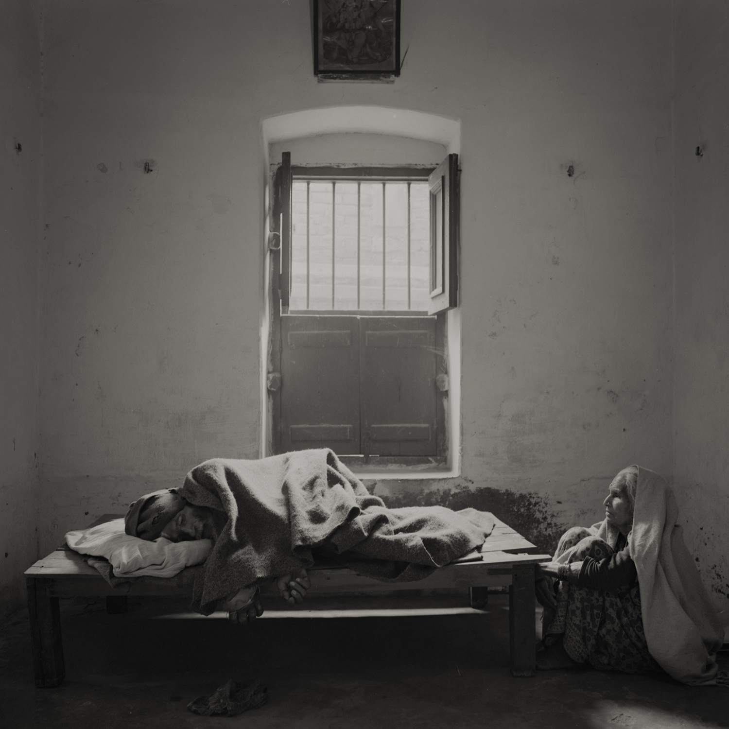 'eternal light' #4 varanasi, india 2013. at the ''house of liberation'' a free housing where people come to die near the holy river ganges.by kenro izu