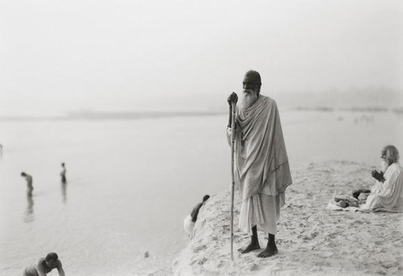 'where prayer echoes' india 62, 2008 by kenro izu