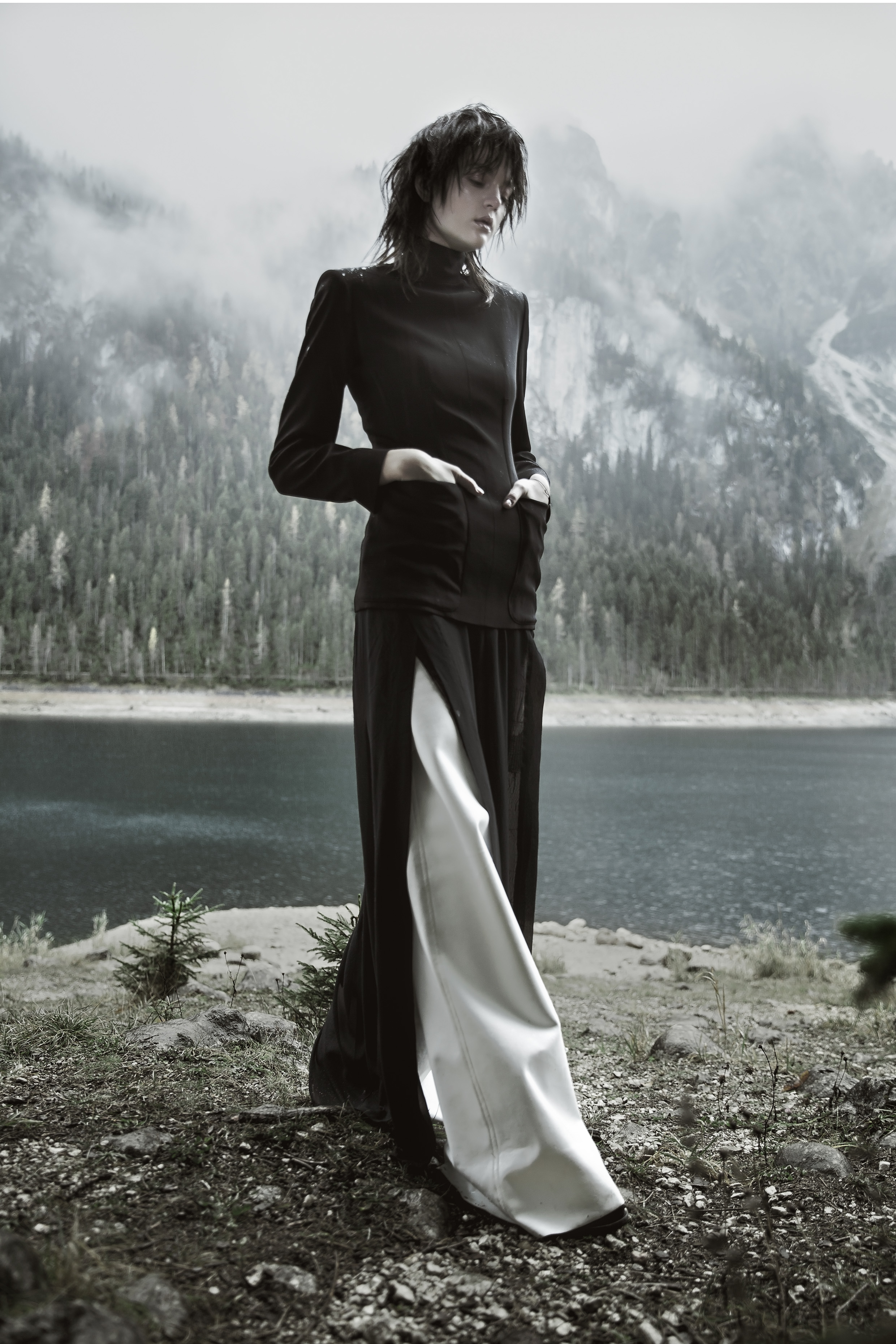 Black 1986 Réedition corset jacket by Jean Paul Gaultier | Dark Blue chiffon dress with side slits by Ilaria Nistri |Black lace dress by Damir Doma | White wide leg jeans by Lea Peckre | Black ankle booties by Göran Horal