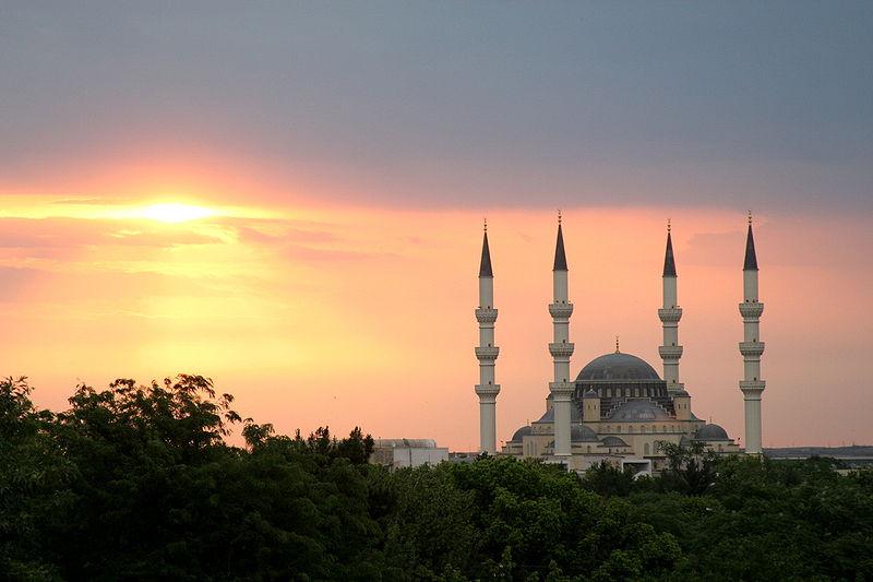 800px-Ertugrul_Gazi_Mosque_in_Ashgabat,_Turkmenistan.jpg