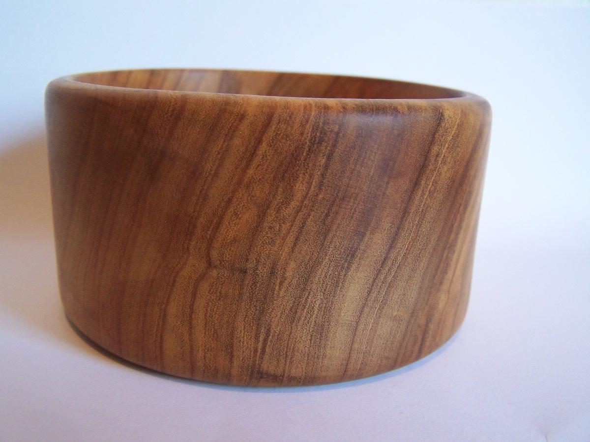 olive-wood-bowl-side-view.jpg