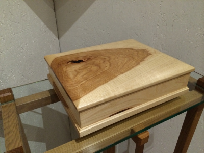 Side view of the Hickory box in closed position