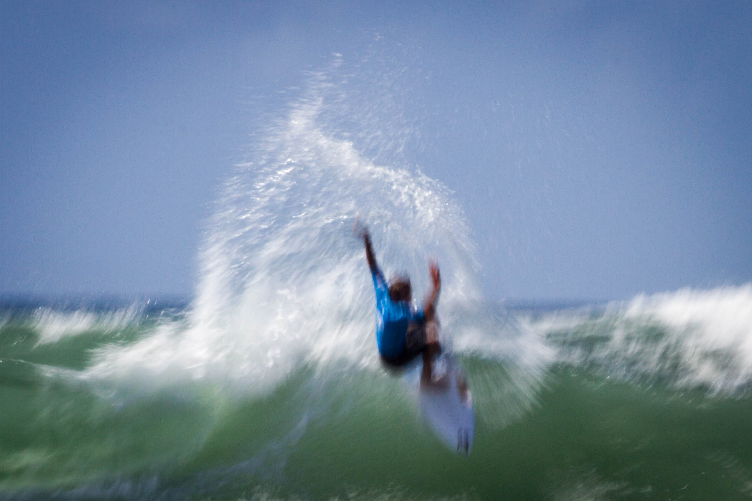 2016-08-03_Surfing_300dpi_4000px_ohne_0001.jpg