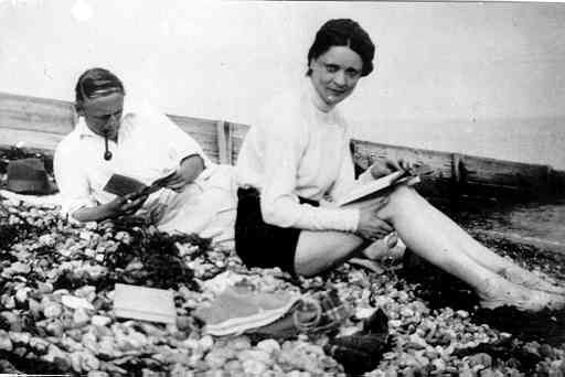 Bax and his lover Harriet Cohen,  classicalexburns.com