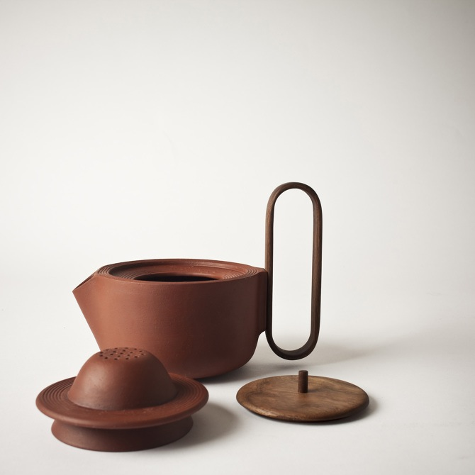 The 'Aureola' tea pot showing the strainer  and lid.