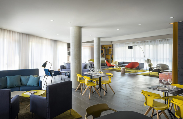A spacious mixed use space, The Club incorporates everything from dining to work areas on the one level.