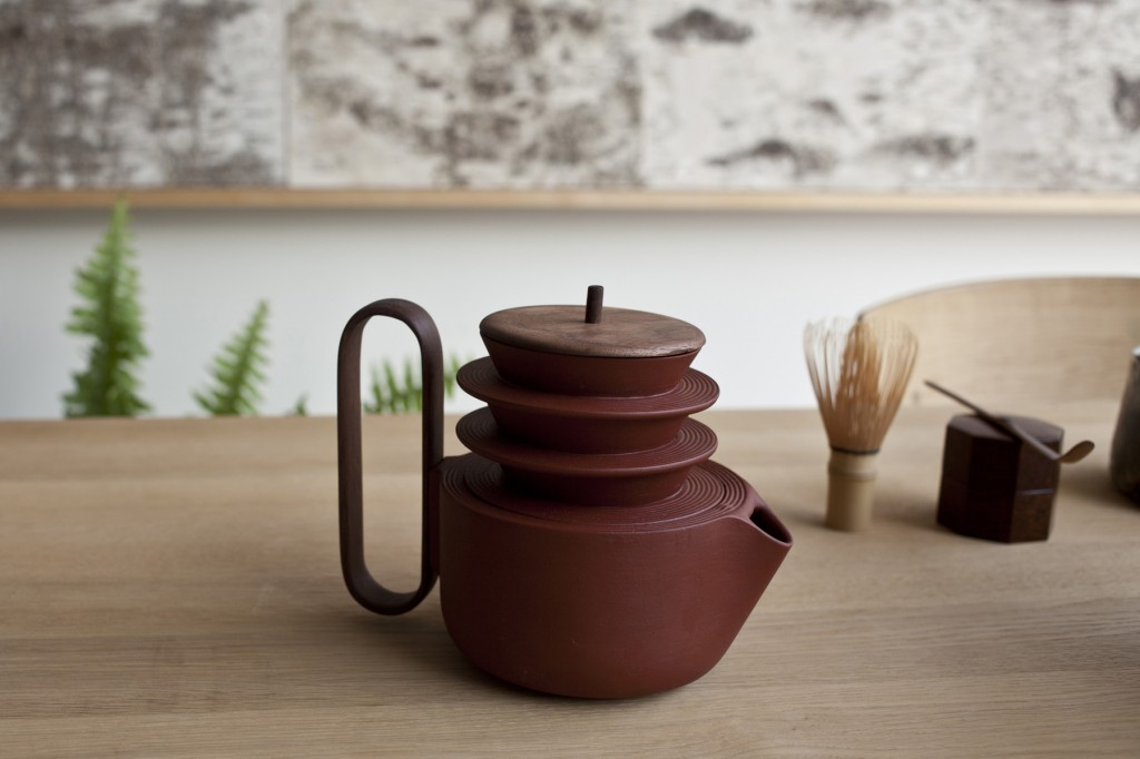 The 'Aureola'  tea pot by Lera Moiseeva & Luca Nichetto for Mjölk. Shown with two stacked cups.
