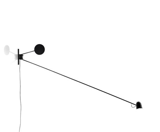 The 'Counterbalance' wall light. Engineering and elegance in one.