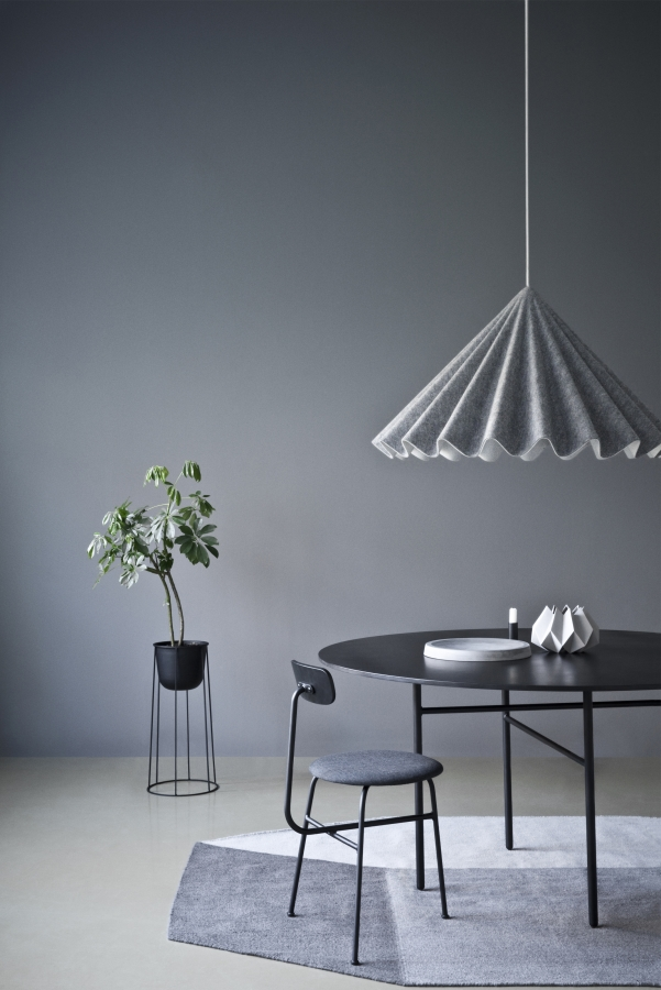 'Volume' rug by Sylvain Willenz for Menu. The hanging lamp is the 'Dancing pendant' by Iskos Berlin.  Photography: SWDO