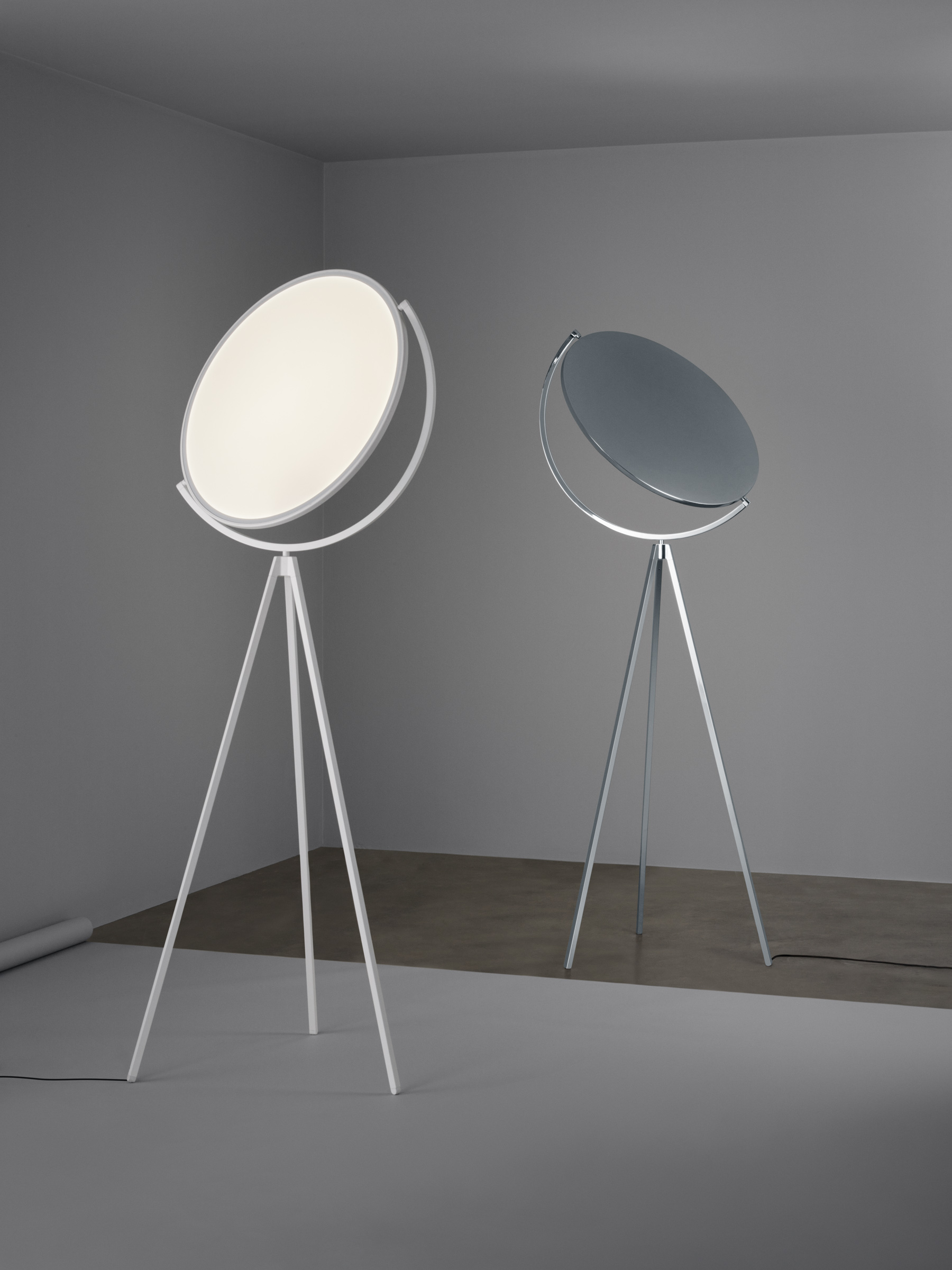 Jasper Morrison's 'Superloon' for Flos exploits the incredible possibilities of LED with a pivoting flat disc.