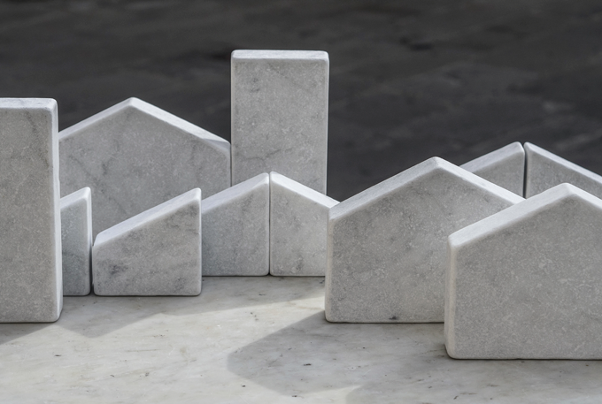 'Paesaggi Variabli' by Gum Design for Friul Mosaic and De Castelli 2014. The housing landscape can be manipulated in many ways. Photo Alessandro Culos.