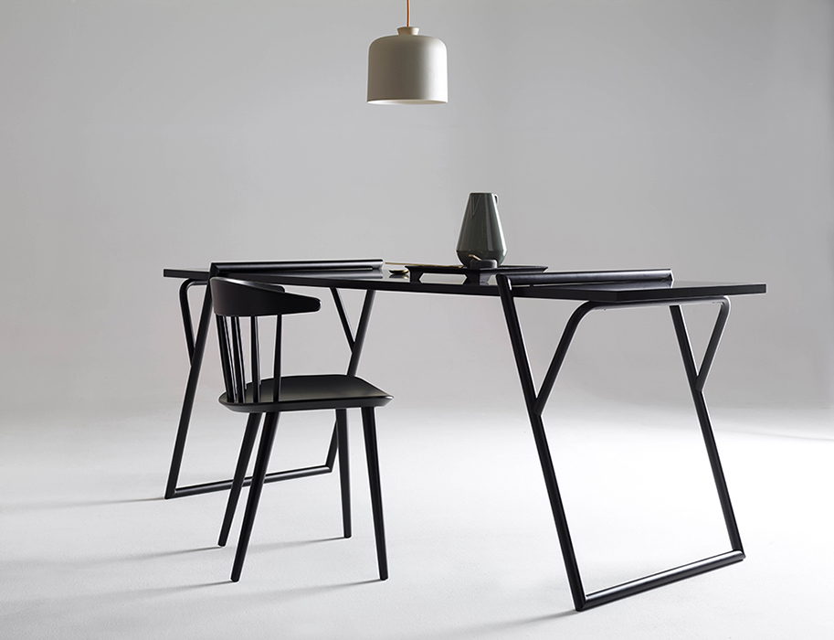 The 'Quadra' table by Luis Arrivillaga for Ex.t.