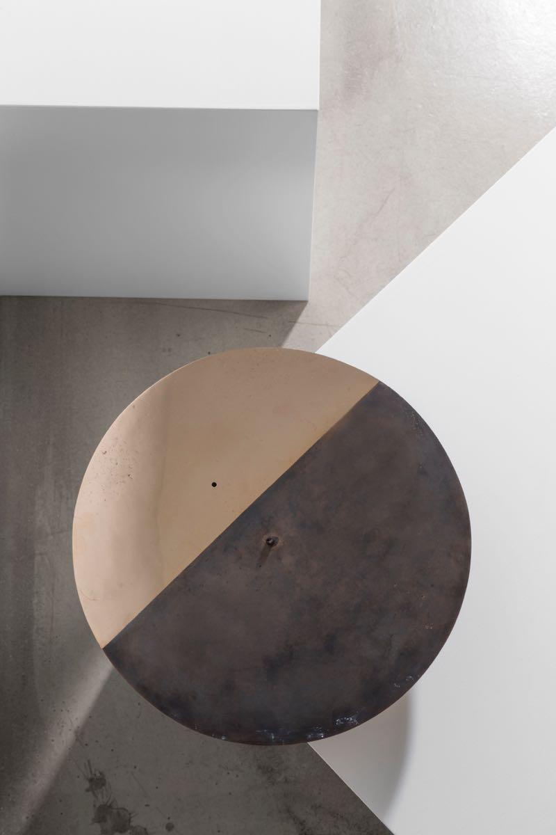 An overhead shot of the 'Aurea' oil-burning table lamp.