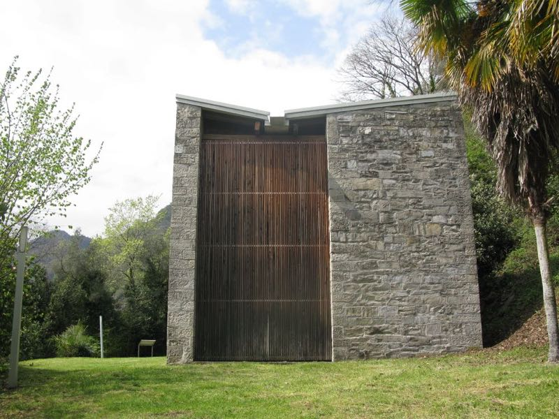 The northern end of House B features a giant slatted timber panel with integrated entrance door.