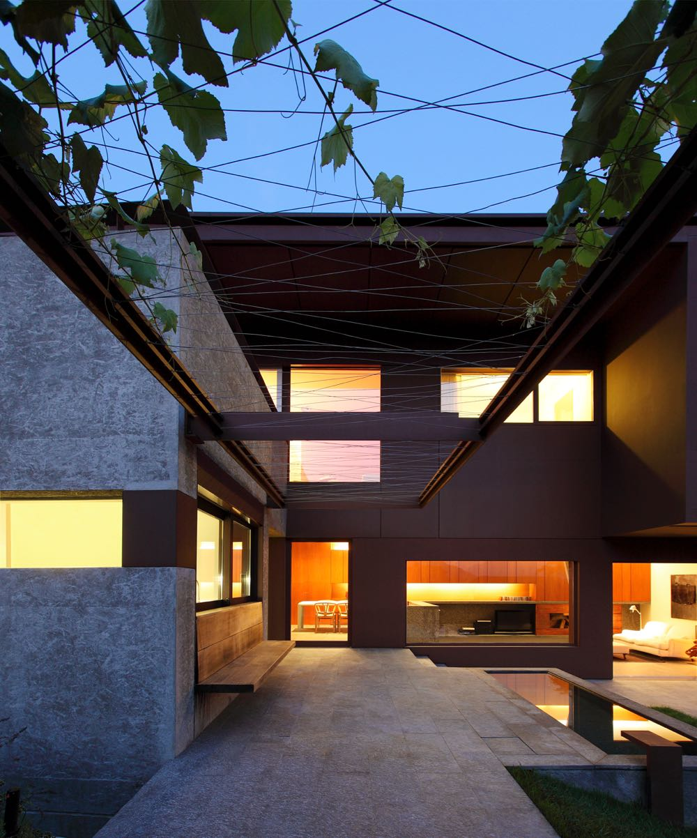 The interior courtyard of the DMB House by Act_Romegialli (2010).