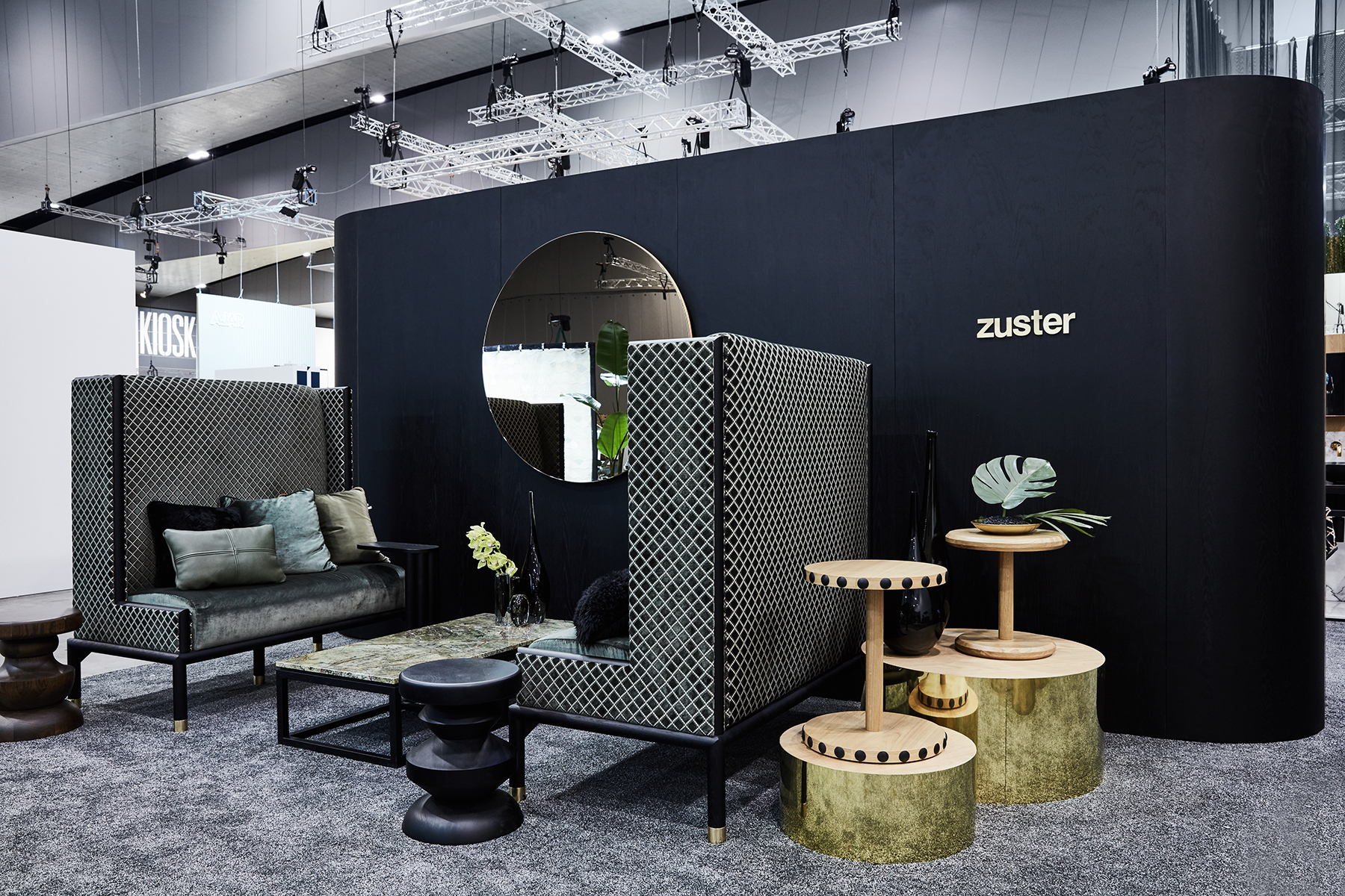 Zusters dark gothic look continued - spectacular and luxurious.