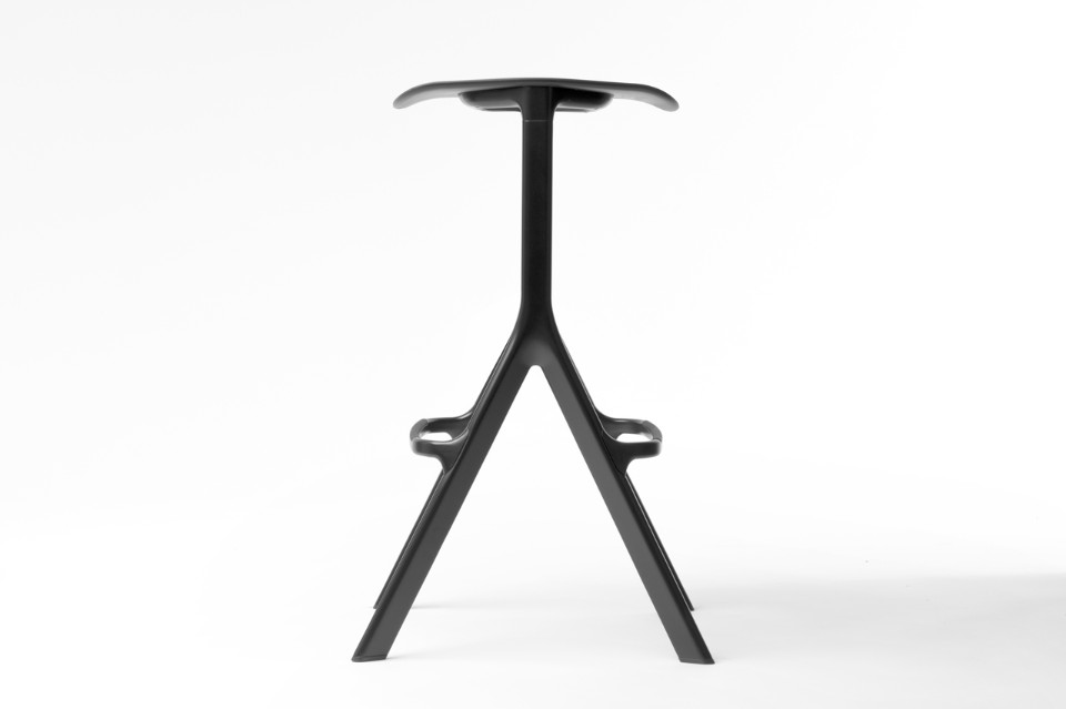The bar stool version of the 'AXYL' for Allermuir utilises the 'A' frame style stacking base as used on the chair but results in a much more futuristic look. Hubert prefers to refer to the base as an upside down' Y'.