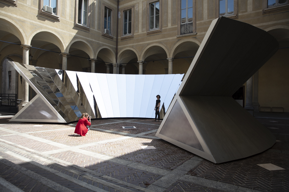 COS x Phillip K. Smith III installation 'Open Sky' at Palazzo Isimbardi. This was the selfie opportunity of the week and people queued to take advantage of it. From the entrance doorway the installation was monolithic and alien, from the inside it was all mirrors and reflected sky.