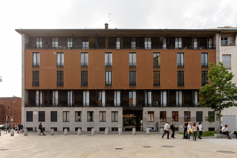 Casa Dominioni in Piazza Sant' Ambrosia, Milan built in 1947-1950. Photograph by Arnout Fonck.
