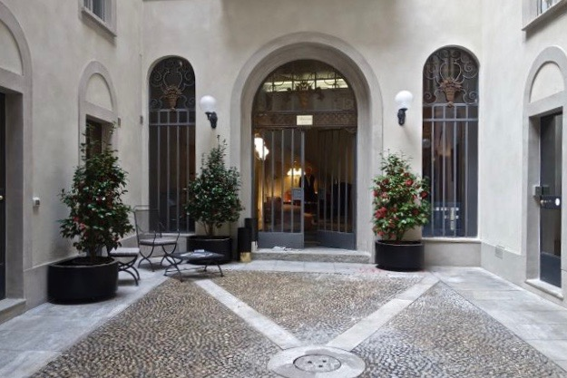 The Azucena showroom in the courtyard of Via Manzoni 23, Milan.