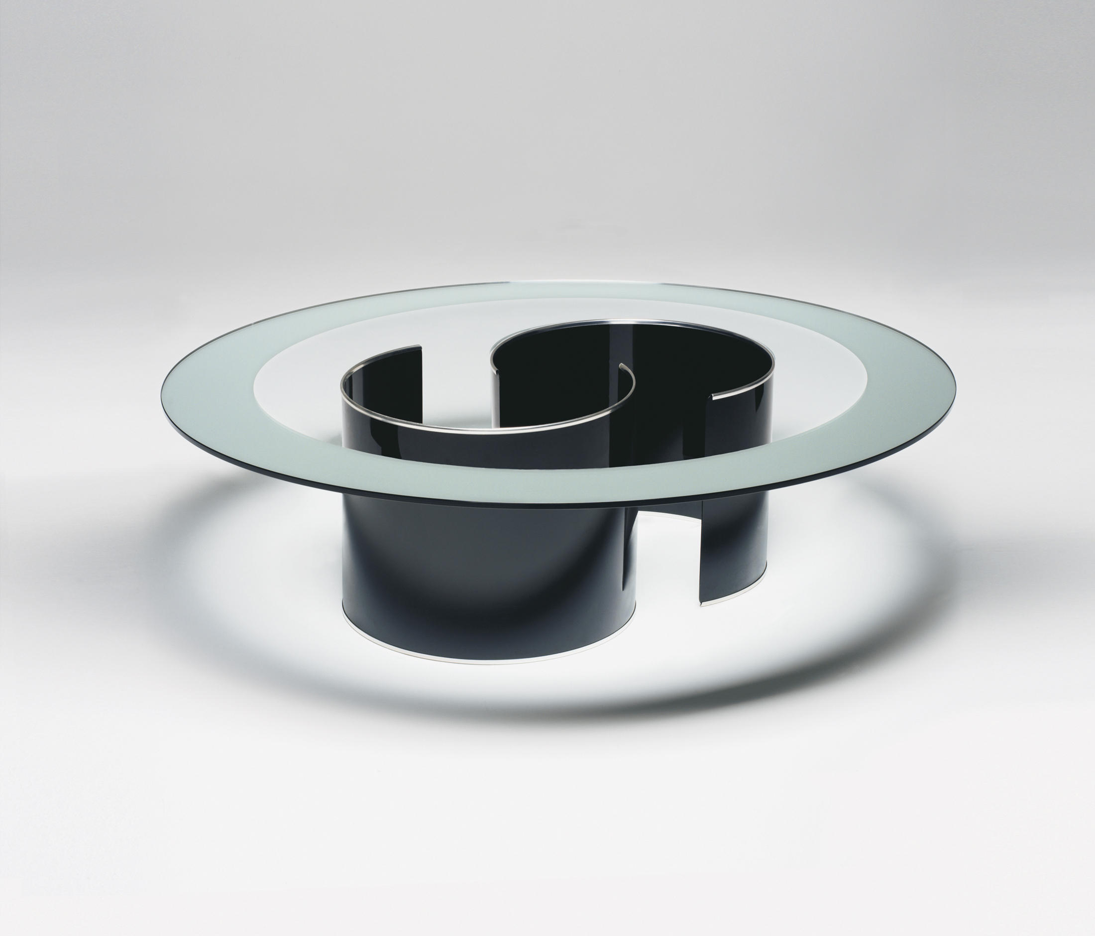 The Fasce Specchiata table from 1970 by Luigi Caccia Dominioni for Azucena. The magnificent steel and glass design will be part of the Azucena collection from B&B Italia