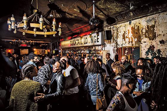 bars150504_casablanca_560.jpg