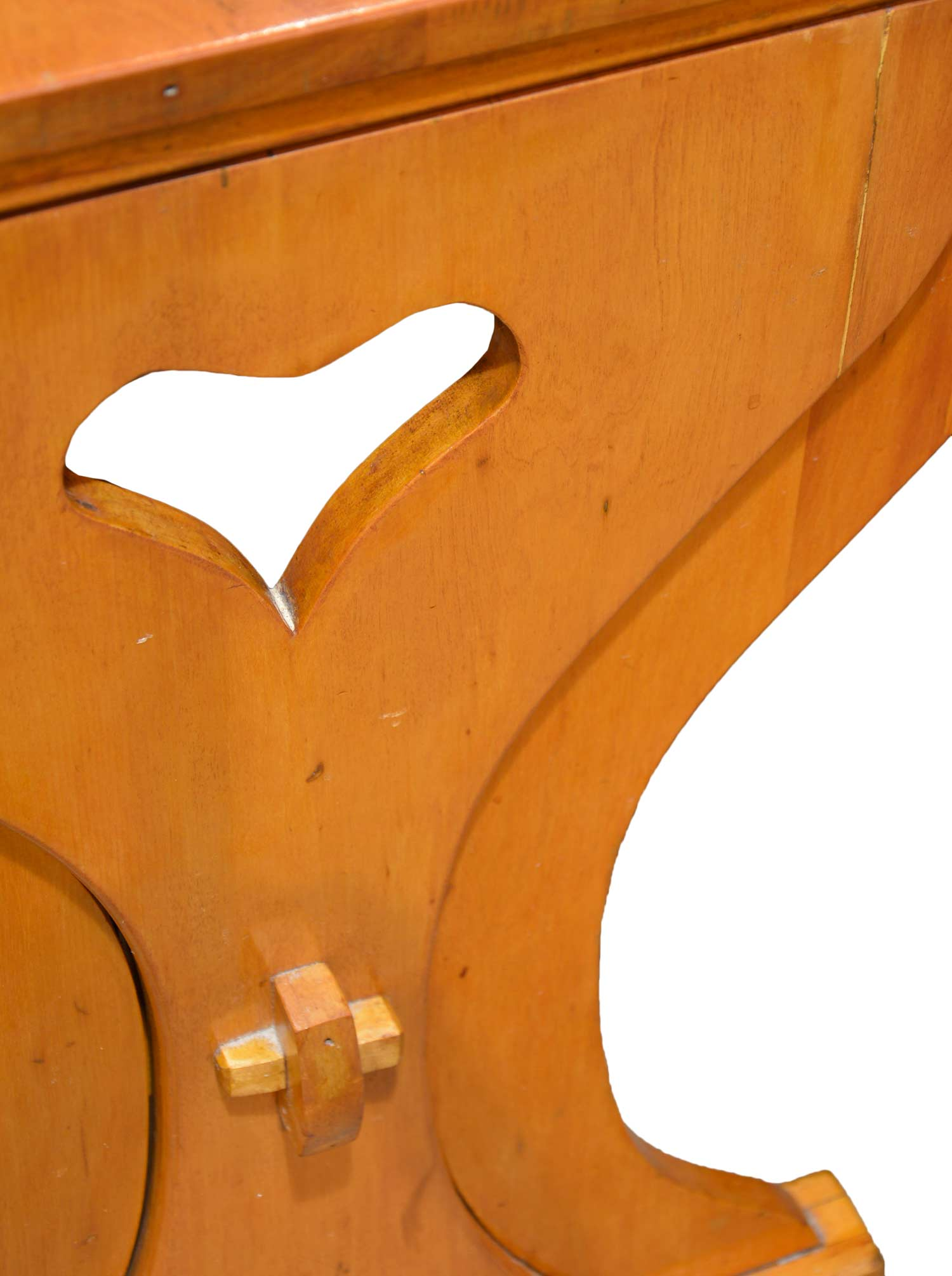 46043-maple-breakfast-nook-with-pull-out-table-detail.jpg