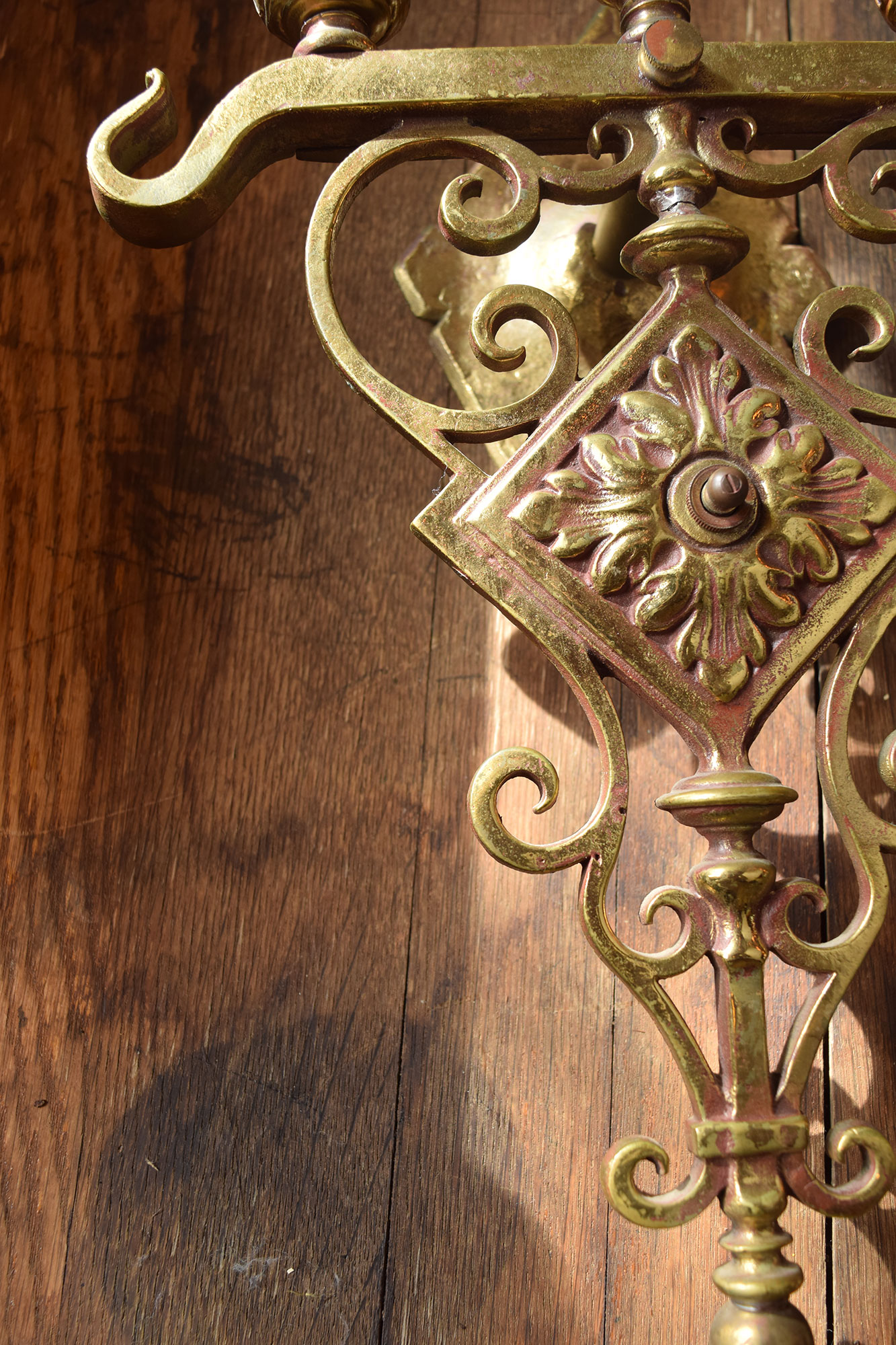 46925-3-candle-brass-sconce-side-view.jpg