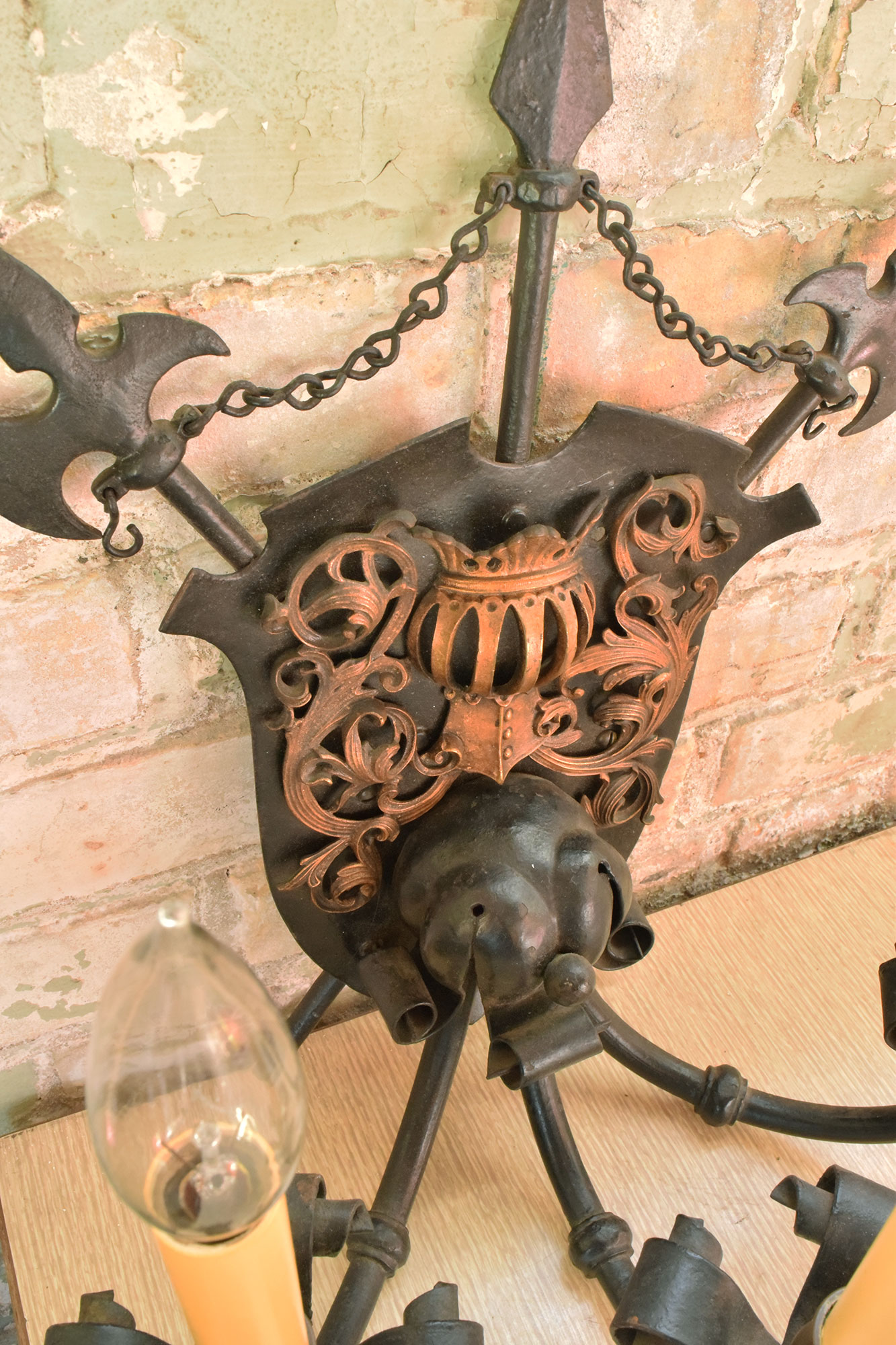 46944-iron-3-candle-sconce-center.jpg
