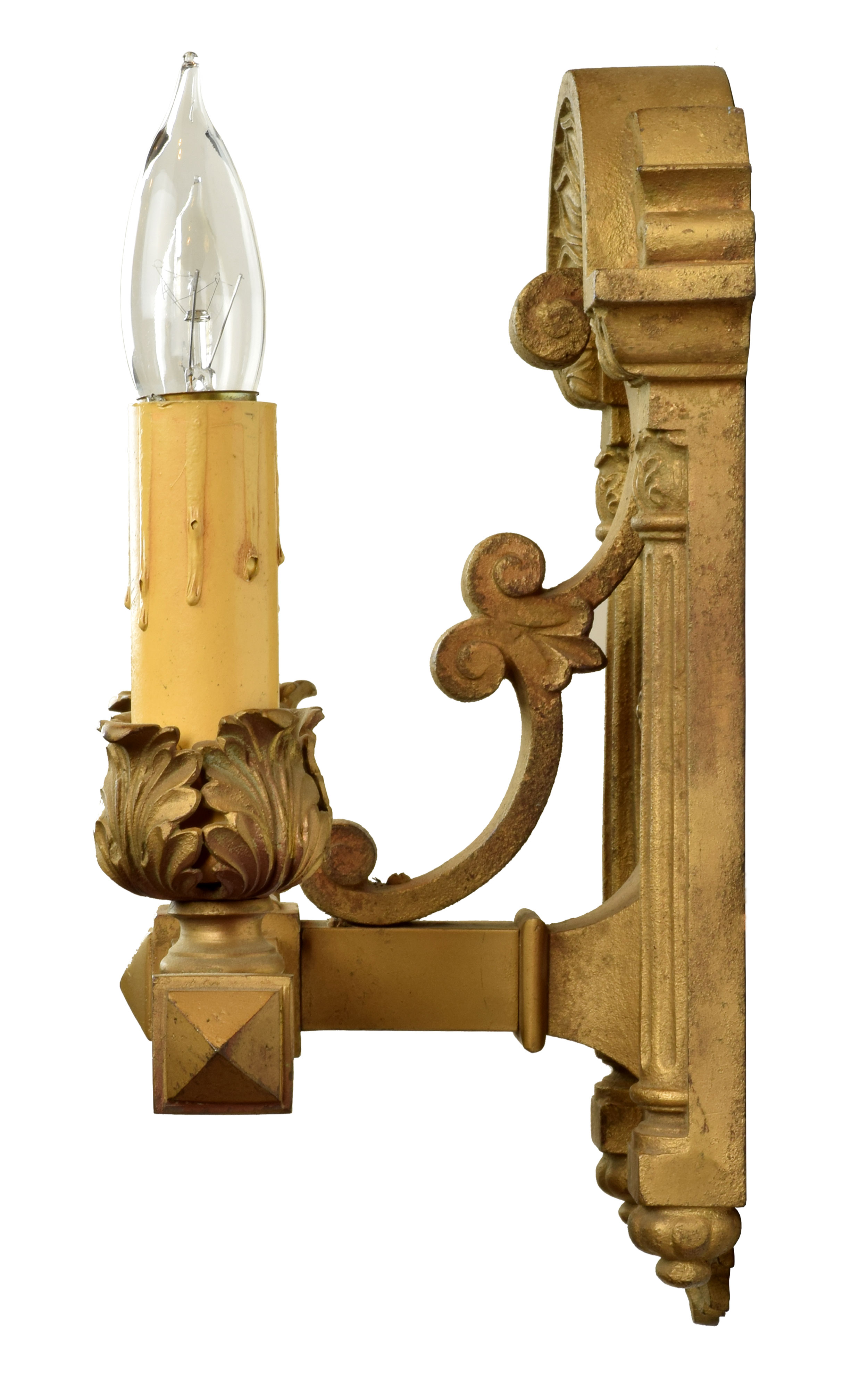 39679-heavy-cast-sconce-profile.jpg