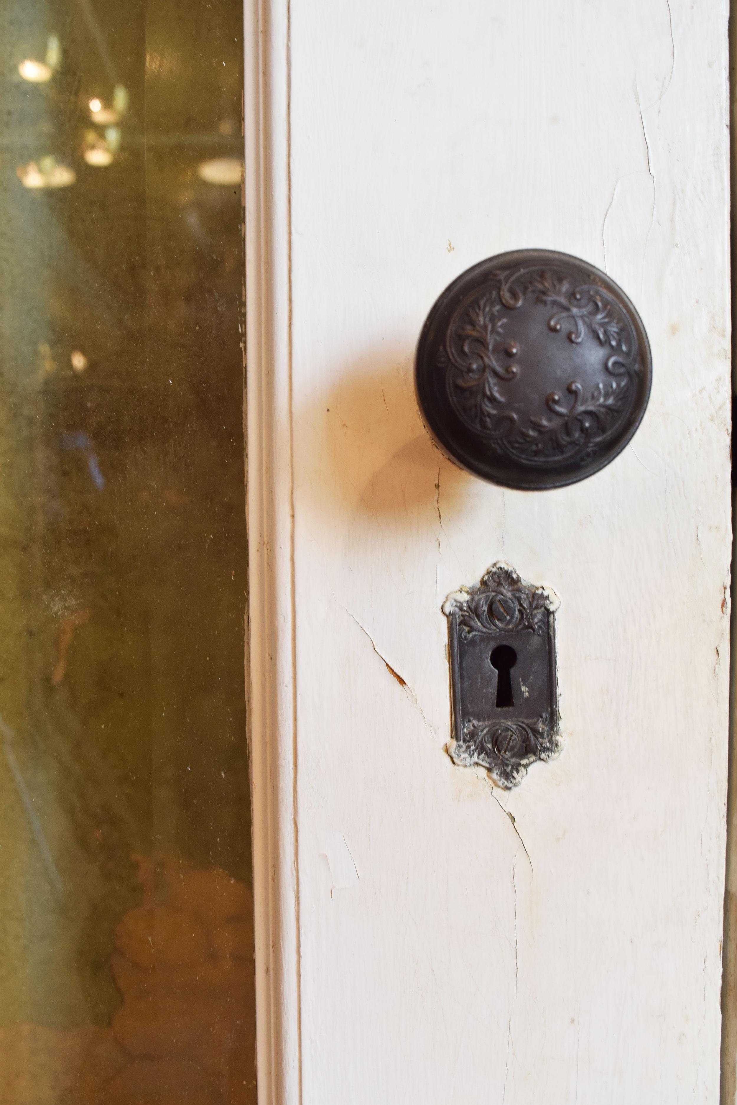 47023-full-view-victorian-ext.-door-white-hardware-2.jpg