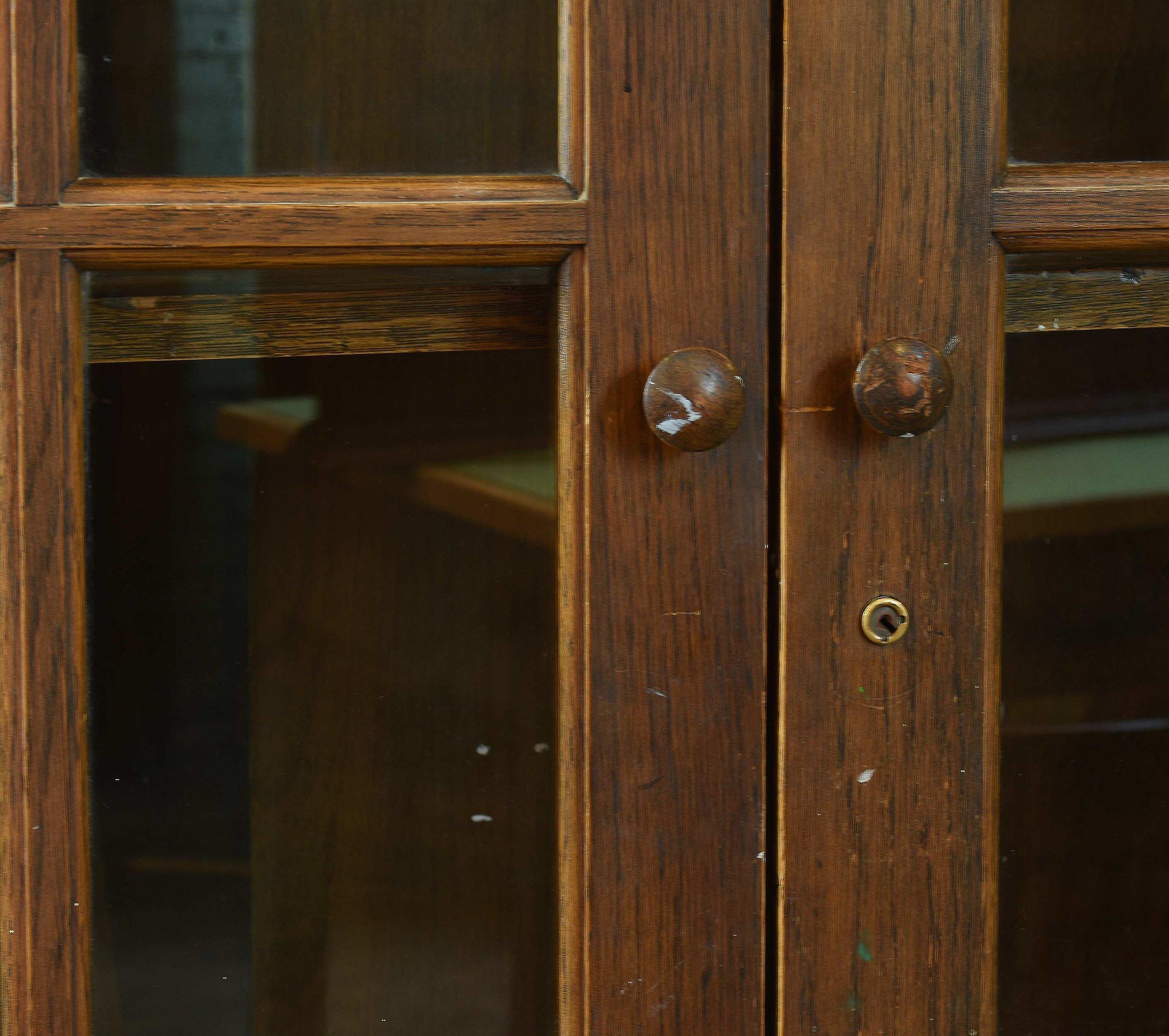 47028 two door school room cab close.jpg